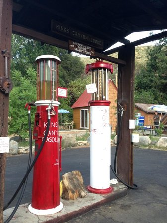 Kings Canyon Lodge: 1928 Gas Pumps - Cool!