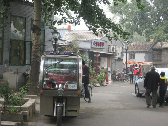 Beijing Private One-day Tour Guide AnnieLi: A tour through a Huitong.