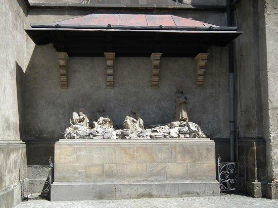 St. Wenceslas Cathedral: наружные фигурки