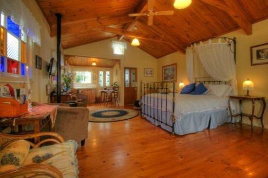 Braeside Garden Cottages: Interior of Rose Cottage