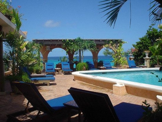 Little Arches Boutique Hotel: Nice wee pool to you cool down after a hard day sun bathing