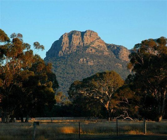 Dunkeld, Australia: Mt Sturgeon from Grampians View B&B