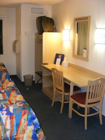Motel 6 Page: Desk to supposedly work--ha!