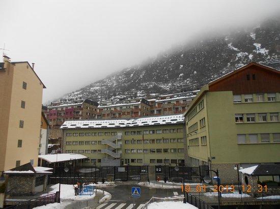 Hotel Oros : Вид из номера (по центру)