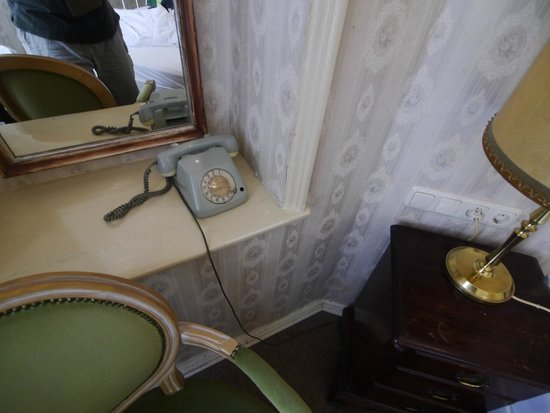 Pension Funk: Seriously vintage room phone