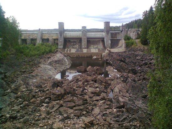 Hostel Mansikkala: Плотина на Вуоксе
