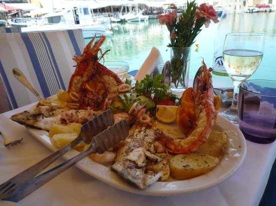 Taverna Mouragio Maria: Our fresh seafood platter — some of the best seafood I've ever tasted.