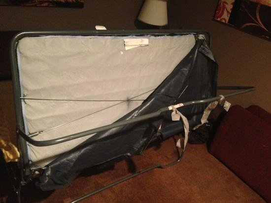 Patti's Inn & Suites: fold out bed