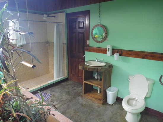 Open air bathroom picture of hotel cerro lodge garabito for Open air bathroom designs