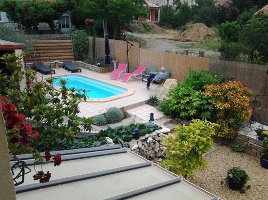 Maison des Palmiers : The pool from the blue room balcony