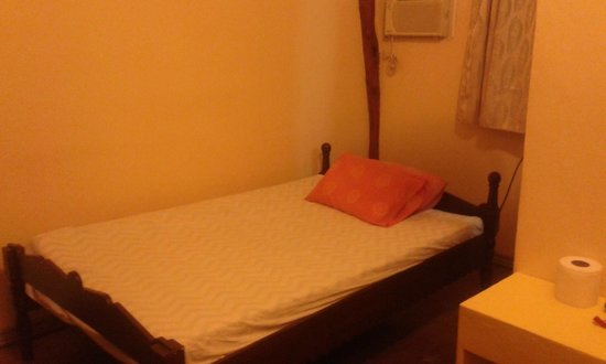 Olango Bonita Inn: Double room with air conditioning