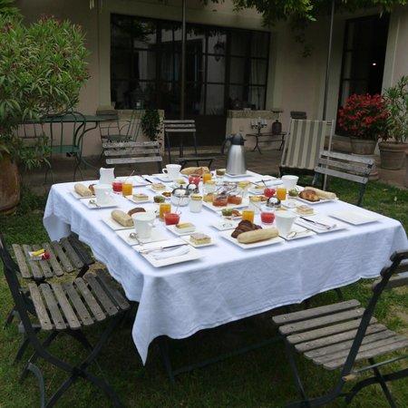 Habanera : petit déjeuner dans le jardin