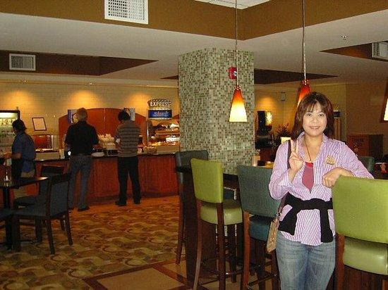 Holiday Inn Express San Francisco Airport-North: breckfast