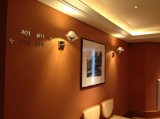 Hyatt Paris Madeleine: エレベーター前