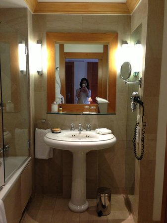 Hyatt Paris Madeleine: バスルーム
