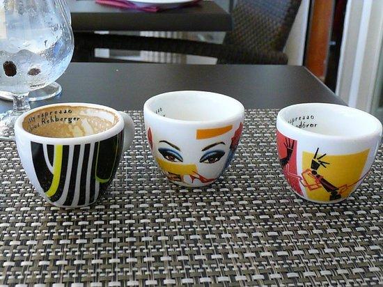 Le P'tit Bistrot: Designer coffe-cups