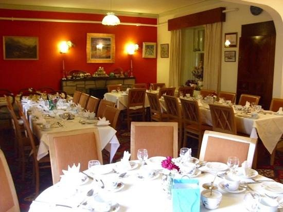 Struther Farmhouse: Larger dining room again