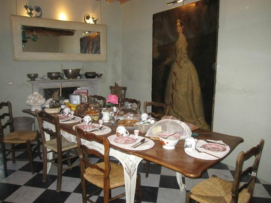 Lemons Guesthouse: Breakfast table