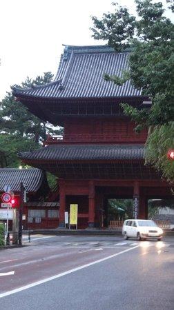 Tokyo Prince Hotel: Temple next door