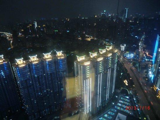 رينيسانس شانجهاي تسونجشان بارك: 部屋からの夜景