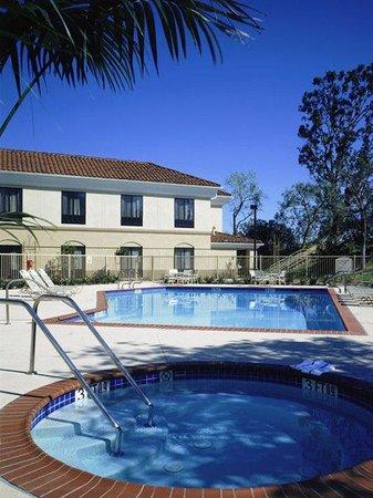 Holiday Inn Express Hotel & Suites Santa Clarita: Pool View