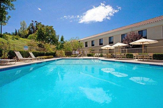 Holiday Inn Express Hotel & Suites Santa Clarita: Holiday Inn Express Valencia Swimming Pool