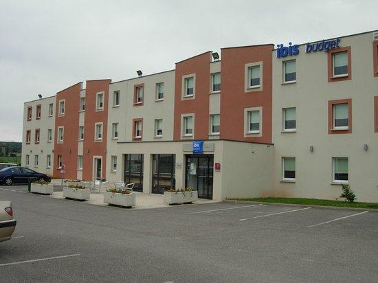 Ibis Budget Verdun: hotel vu du parking