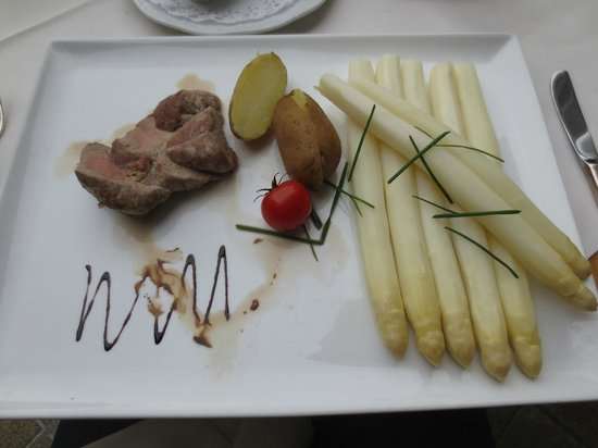 Golden Tulip Olymp Hotel : White Asparagus dinner - 30 Euro with 2 beers.
