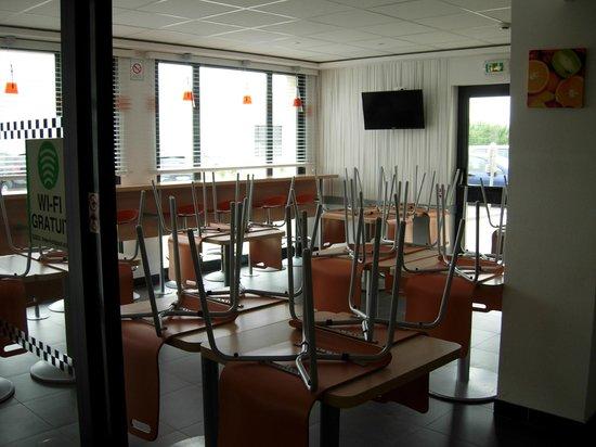 Ibis Budget Verdun: salle du petit déjeuner