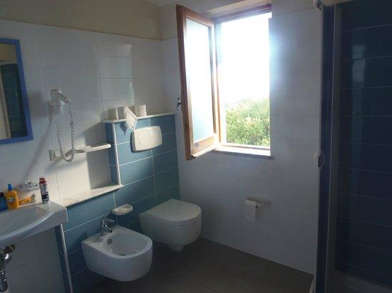 Hotel Il Gattopardo: Dusche/WC mit Meerblick