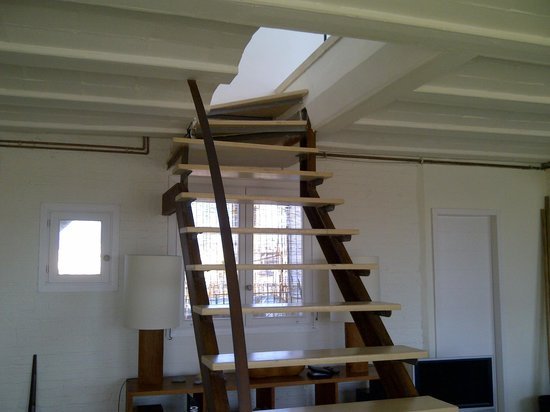 DestinationBCN Apartments & Rooms: Stairs to Bedroom and Terrace - apartment Reial