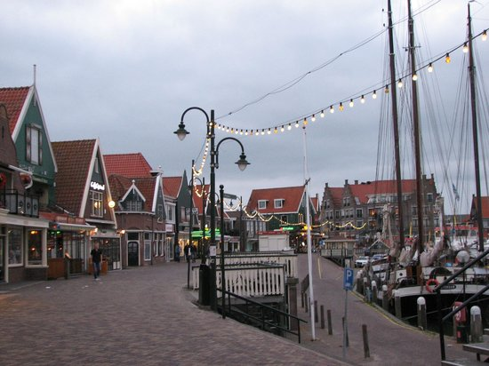 Marinapark Volendam : Volendam - de haven met restaurantjes