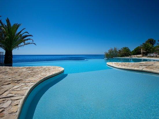 infinity pool hotel costa dei fiori santa margherita di pula