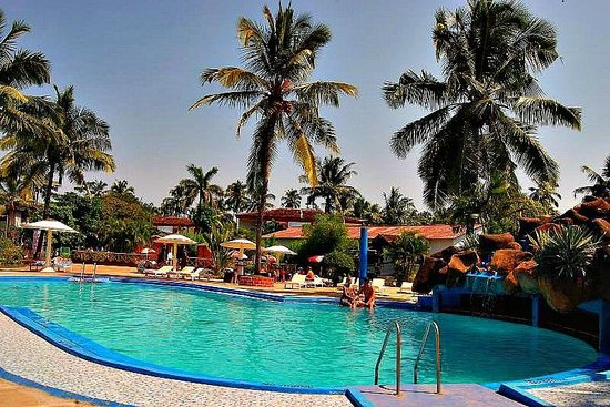 Paradise Village Beach Resort: Large Swimming Pool