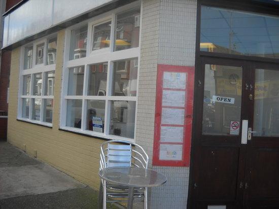 Friends Bar & Restaurant: under  the  pennine  hotel