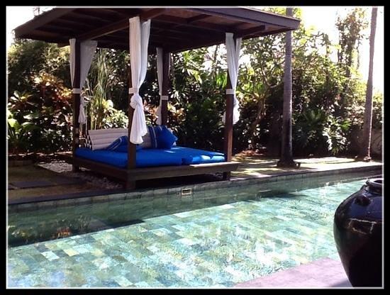 Temple Hill Residence Villa: villa Magna poolside