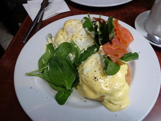 The Roses Cafe: Eggs Benedict