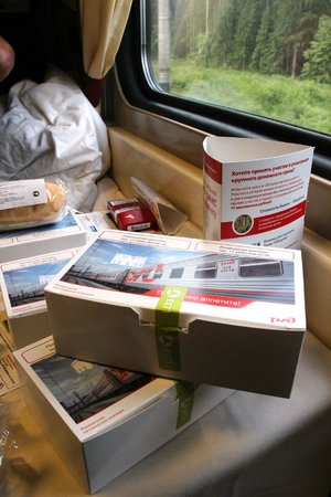 Red Arrow Express: Breakfast on train
