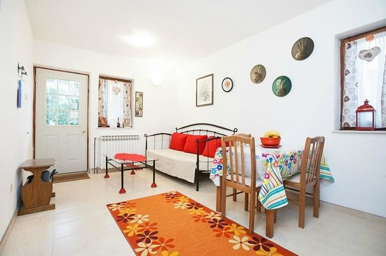 Suncani Apartmani: The kitchen/dining area
