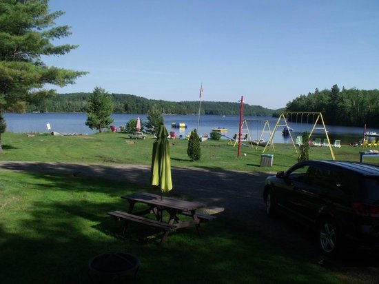 Oxtongue Lake Cottages : view of the beach