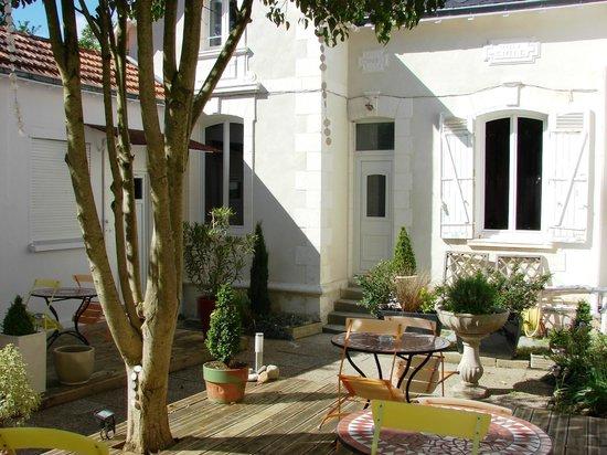Hôtel Le Savary : Patio Villa Emile