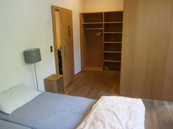Interlaken Youth Hostel: Double Room with Shower