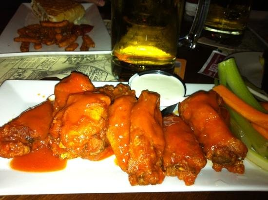 John Brewer's Tavern: great wings!!