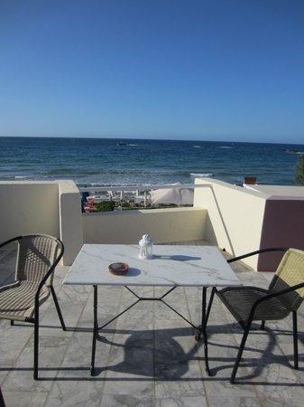 Talgo Hotel - Apartments: Balkon mit Sicht aufs Meer
