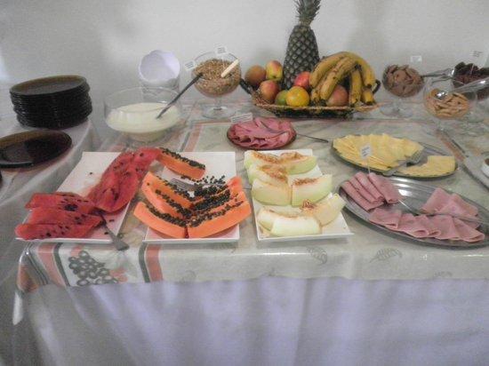Eduardo Hotel: Fruits exotiques au petit-déjeuner