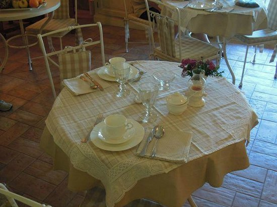 Agriturismo Tara: Our breakfast table