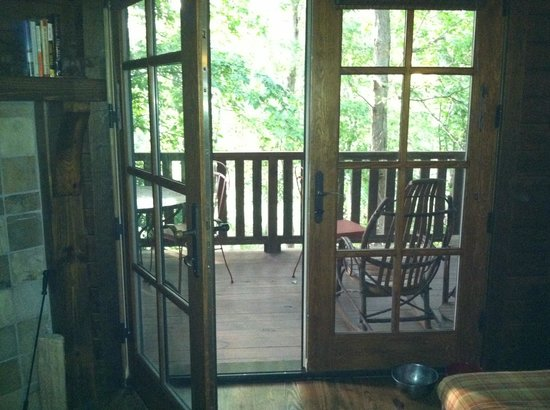 Cheshire Cabin & Treehouse Rentals: Porch