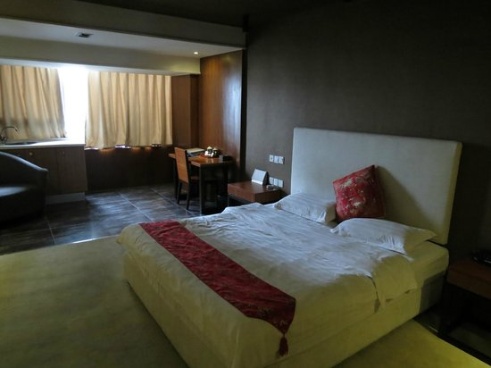 Jinguan Impression Apartment Hotel: Comfy bed