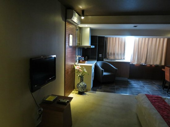 Jinguan Impression Apartment Hotel: Kitchen area