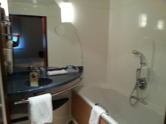 Novotel Suites Wien City Donau: Bathroom